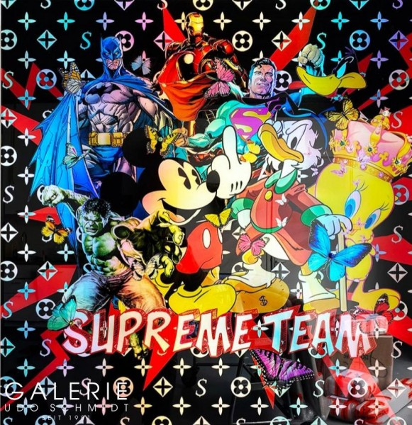 van Apple: Supreme Team
